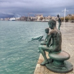 Statues commemorating the raqueros, children who dove into the bay for coins.